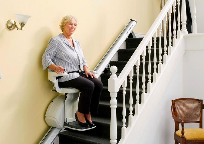 Trappelift - se hvordan du får en trappelift samt hvad prisen er på en trappelift.