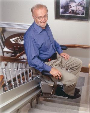 En trappelift kan være løsningen og koster i nogle tilfælde 70.000 kr.